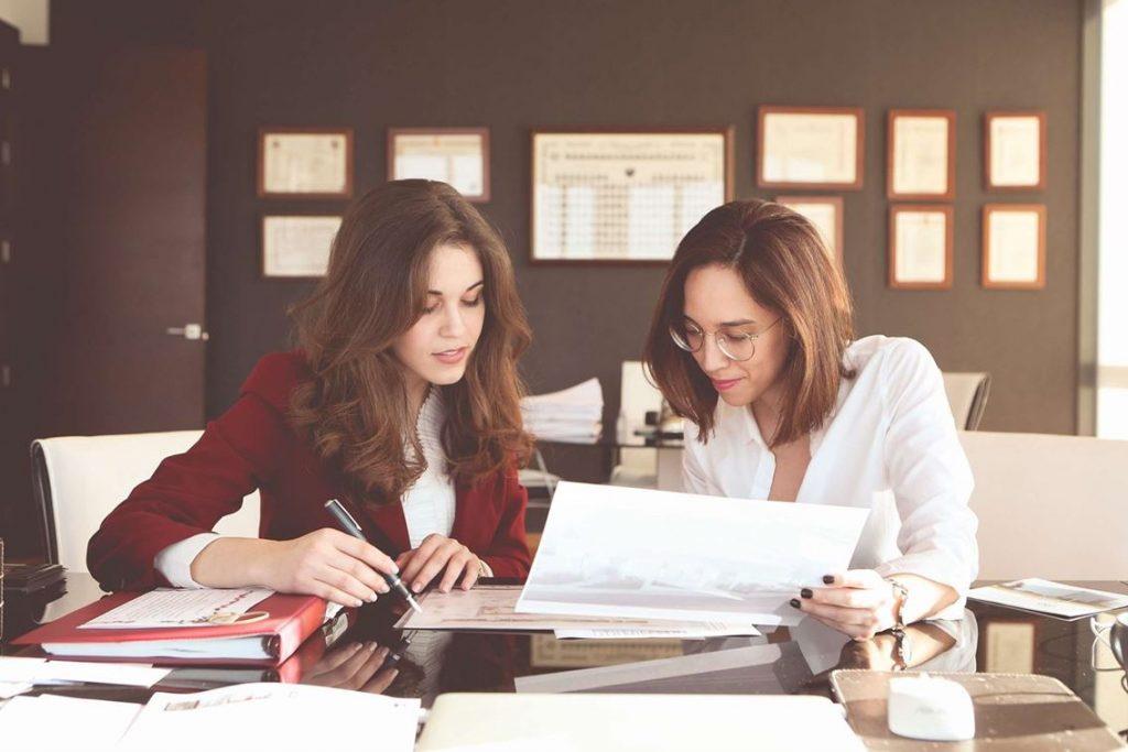 Mariam Rodriguez y Carmen Sevilla - Abogadas en NBa Consulting Torrevieja